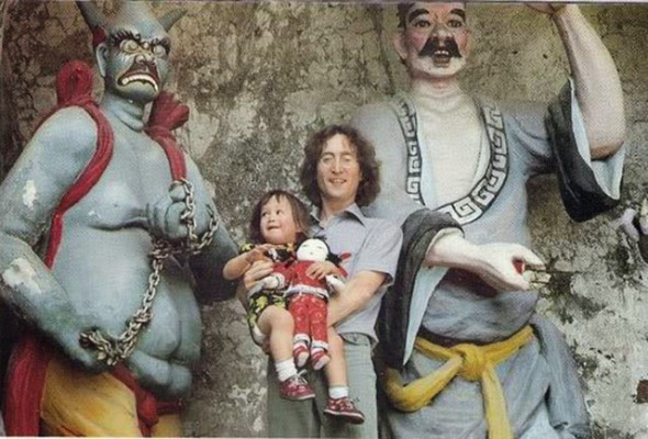 Sean and John Lennon in Hong Kong, 1977 (6)